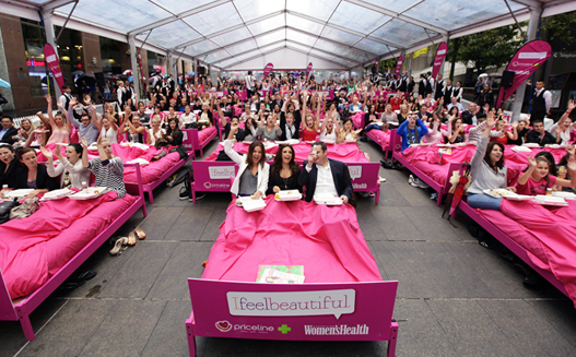 Video: Breakfast in bed world record set in Australia