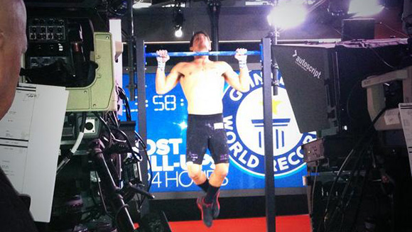 Caine Eckstein breaks 12- and 24-hour pull-up records on Today