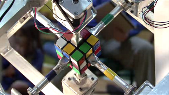 Robot created by American student solves a Rubik's cube in ...