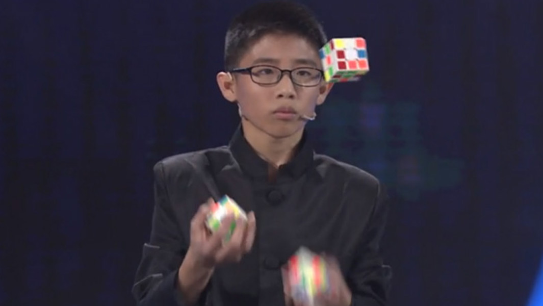 Video: Teenager juggles and solves three Rubik's cubes with some lightning fast reactions