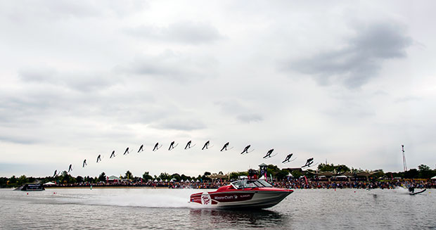 furthest-distance-waterski-flying-male-full-jump