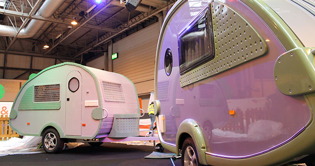largest-caravan-made-with-interlocking-plastic-bricks-next-to-real-caravan