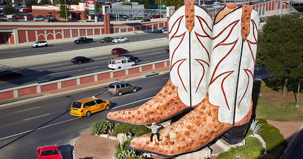 largest-cowboy-boot-sculpture-surroundings