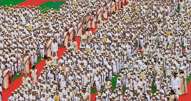 largest-gathering-of-people-dressed-as-ghandi-group
