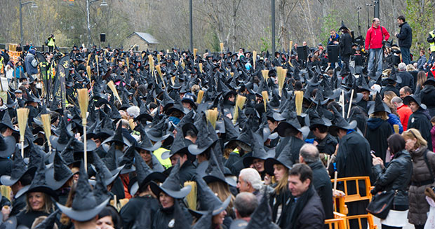 largest-gathering-of-people-dressed-as-witches
