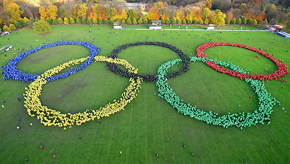 Thousands form human image of Olympic rings to support Hamburg's bid to host 2024 Games
