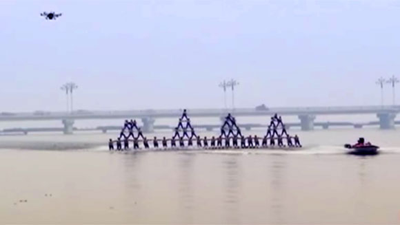 Classics: Largest human waterskiing pyramid