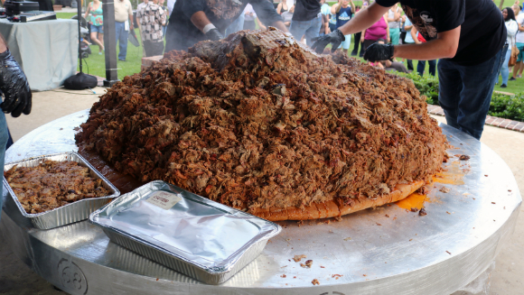 Restaurant chain Sonny's BBQ dishes up largest serving of pulled pork world record