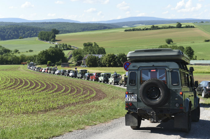 range-rover-parade-downhill-article