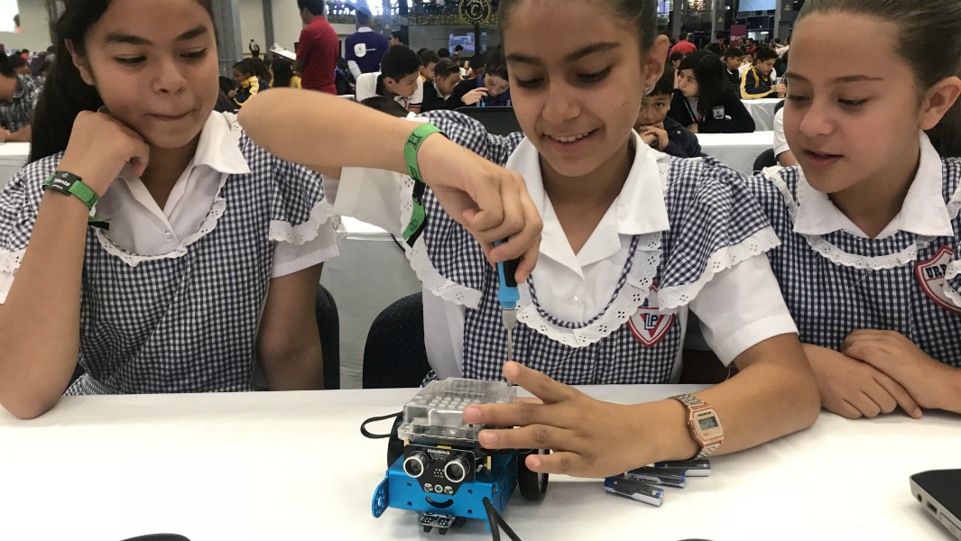 Children in Mexico learn how to make robots for record attempt