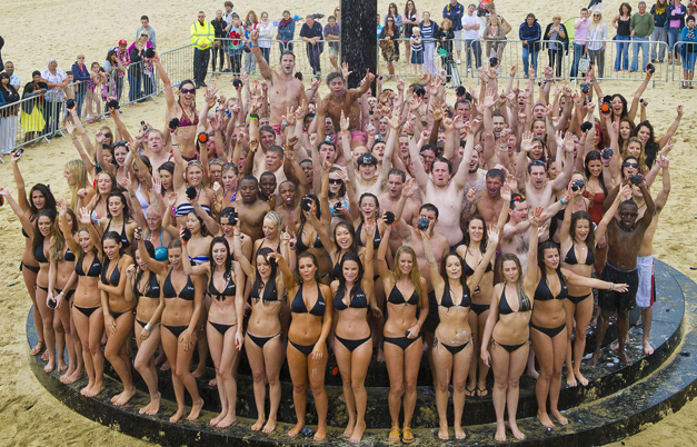 Video: Group shower World Record broken on UK beach