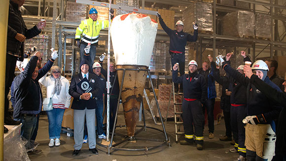 Video: Norwegian ice-cream company scoops world record with three metre tall cone