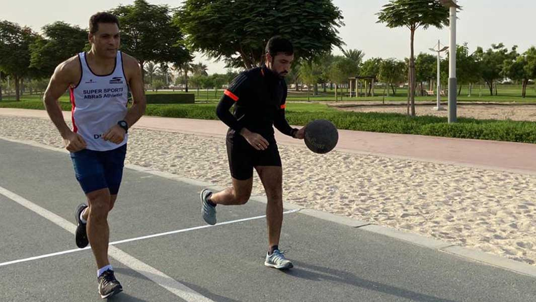 Runner achieves six-minute mile while dribbling a basketball