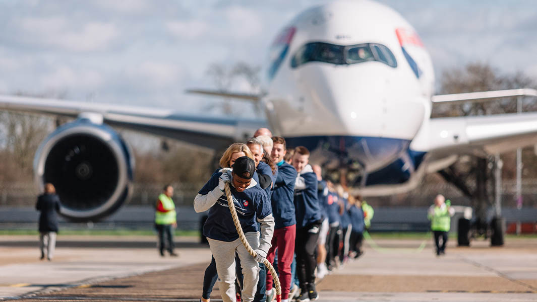Sports stars in record-breaking plane pull for Sport Relief