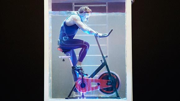 Underwater cyclist travels 855m on static bike in one breath - Guinness World Records Italian Show