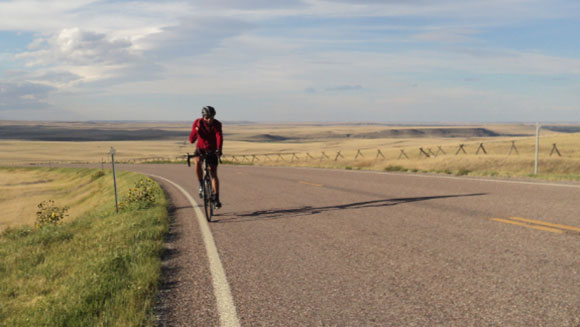 Mexican breaks fastest cycle journey of the Pan-American Highway record in just 117 days