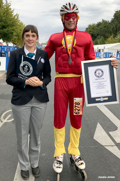 Berlin Marathon fastest marathon on inline skates dressed as a superhero