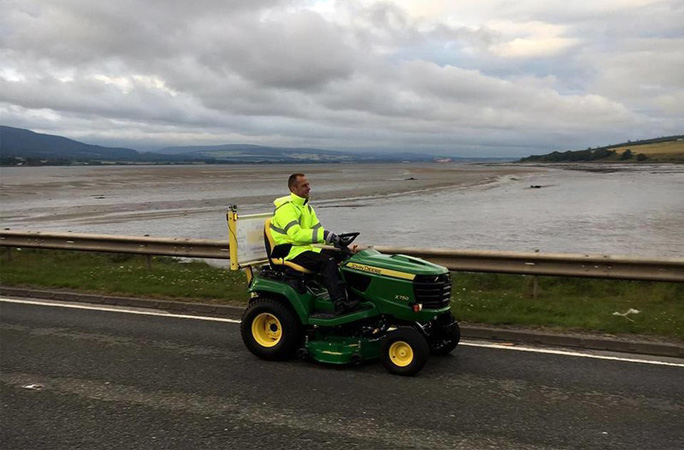 Fastest-journey-from-Lands-End-to-John-O-Groats-on-a-lawnmower.jpg