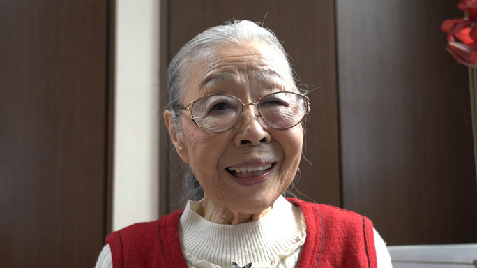 90-year-old Gaming Grandma says gaming changed her life | Guinness World  Records