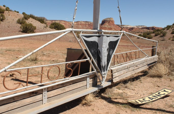 Ghost_ranch_sign
