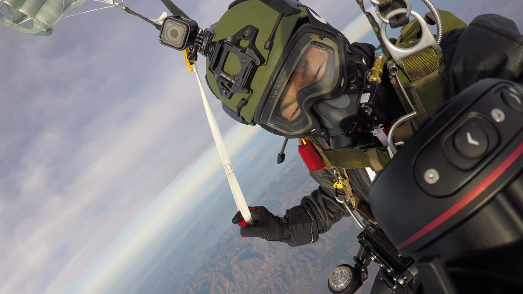 Wing suit title holder jumps out of plane at 10,000 m to set parachute record