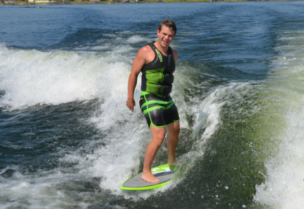 Most consecutive wakesurf shove-its 8