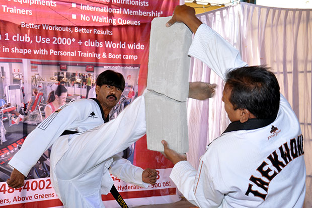 Jayanth Reddy attempting the Guinness World Records title for round house kicks