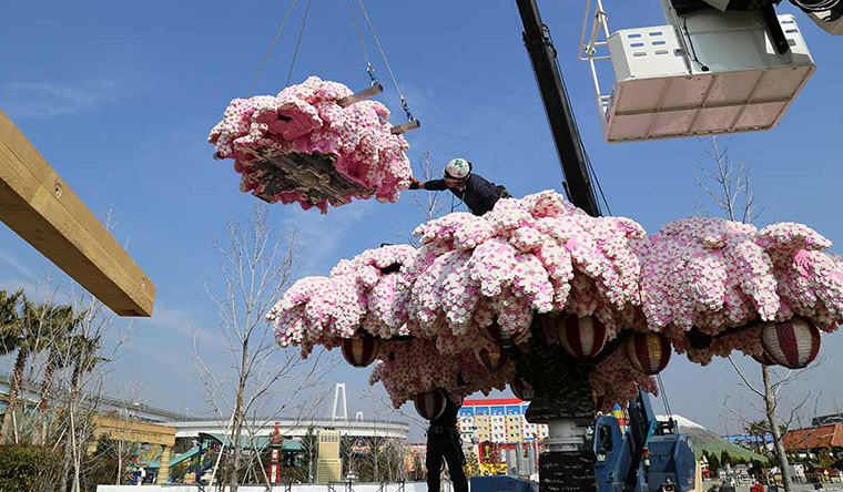 Largest LEGO brick cherry blossom tree
