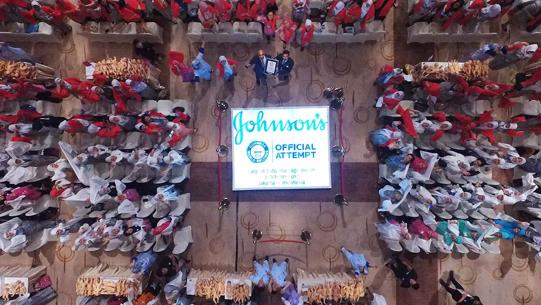 Johnson & Johnson hosts record-breaking baby massage lesson in Indonesia
