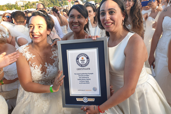Largest-gathering-of-people-dressed-as-brides-cert
