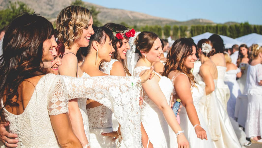 Here come the brides - 1,347 women dressed in white set new record