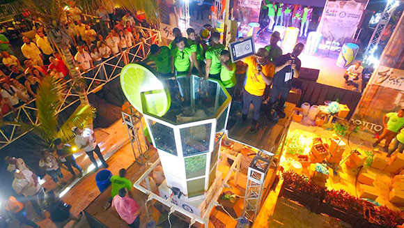 Dominican Republic bar makes largest glass of mojito ever