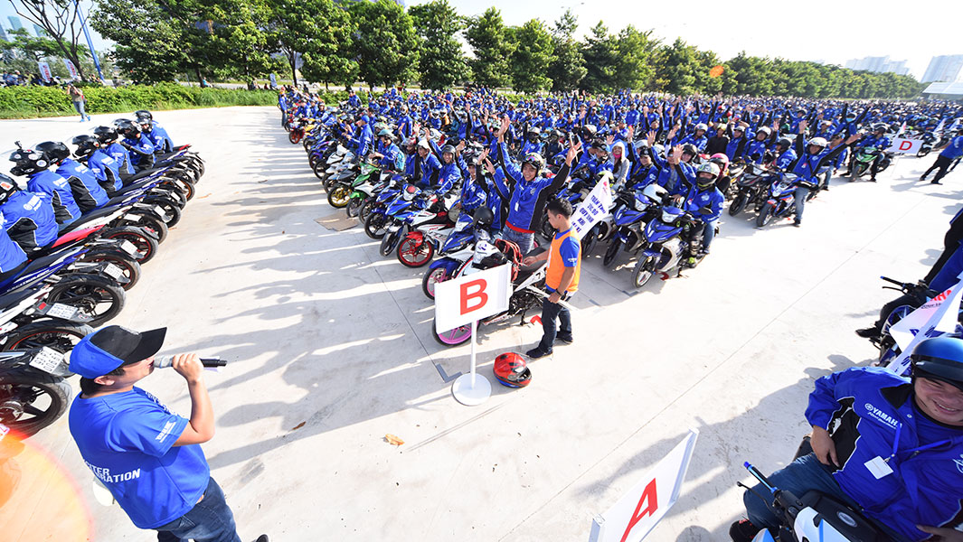 Yamaha Motor Vietnam celebrates a million Exciter sales with three record attempts