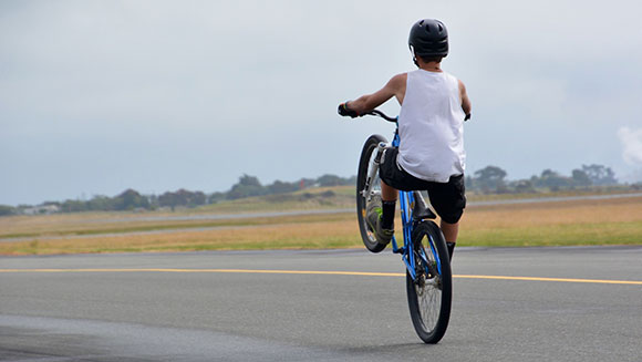 Video: Watch 16-year-old boy achieve longest bicycle manual in New Zealand