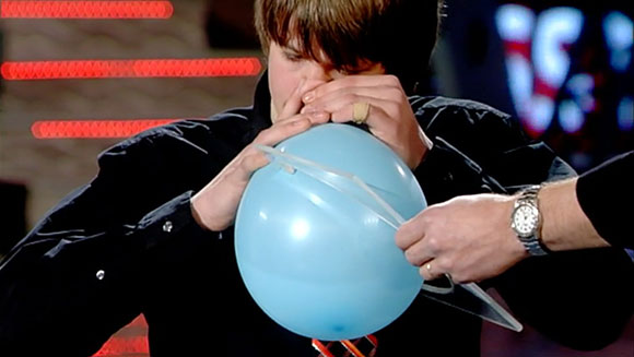 Classics: Most balloons inflated by the nose in three minutes