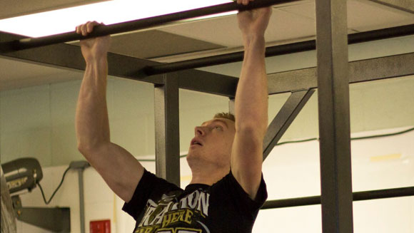 Video: Ninja Warrior hopeful breaks record for most clap pull ups in a minute