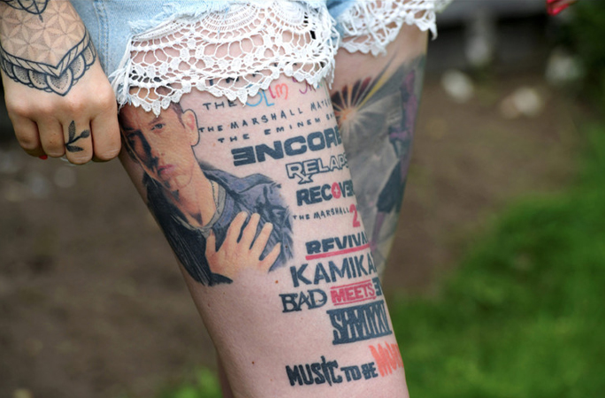 Most tattoos of the same musician tattooed on the body record holder right thigh