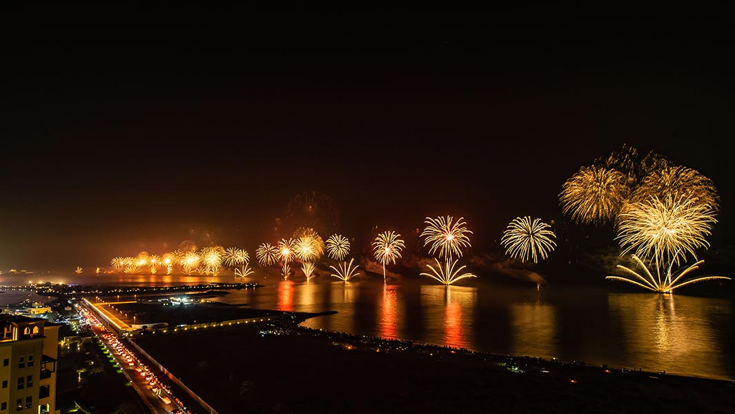 Two sparkling fireworks records set in huge display to celebrate start of 2019