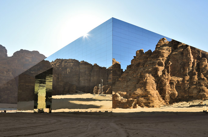The-largest-mirrored-building-in-the-world2