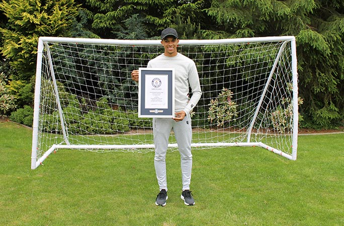Trent-Alexander-Arnold-with-certificate-2.jpg