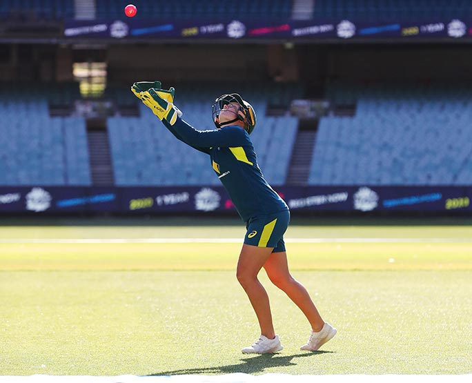 Alyssa Healy breaks record for highest catch of a cricket ball