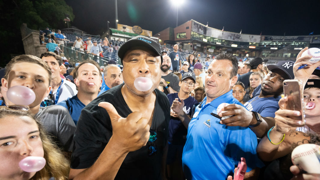 Yankees legend leads chewing gum record at baseball all-stars game