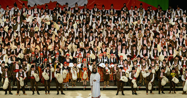 burns-night-largest-bagpipe-ensemble