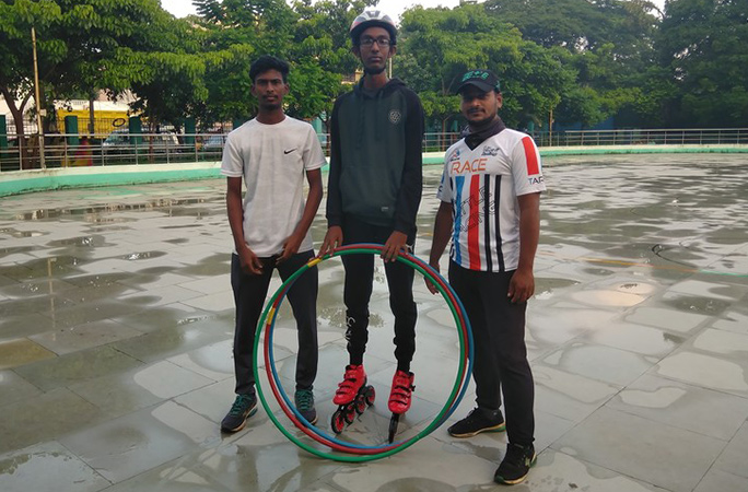 chennai hoopers hula hooping on roller skates