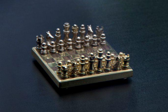 Check out the world's smallest handmade chess set | Guinness