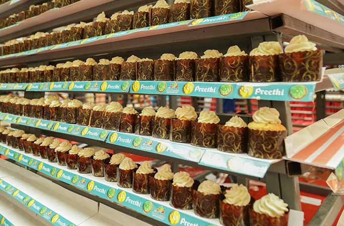 close-up-image-of-the-rows-of-cupcakes.jpg