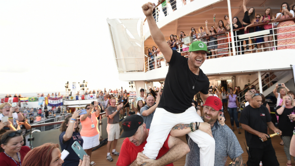 Donnie Wahlberg Breaks Selfie Record with Fans on board the New Kids on the Block Cruise