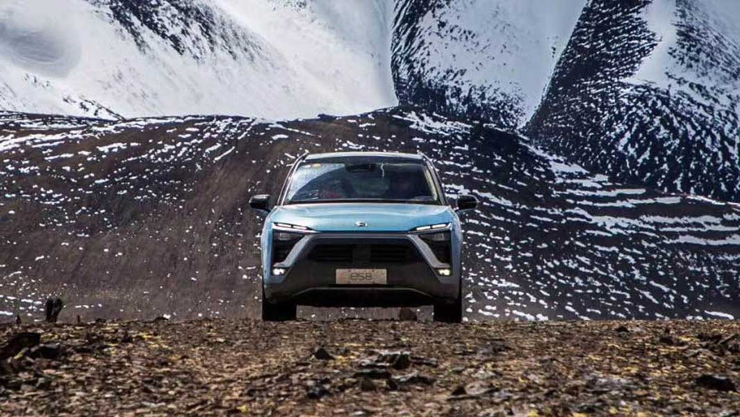 Electric car sets altitude record after climbing more than 5,000 m to reach glacier