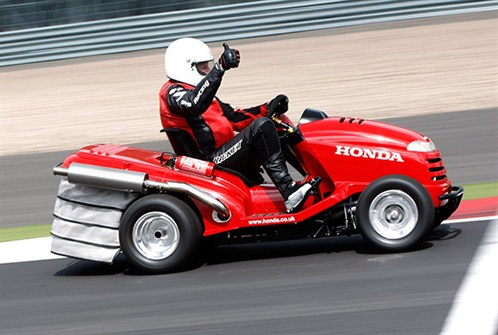 Video Honda Breaks Fastest Lawnmower World Record With