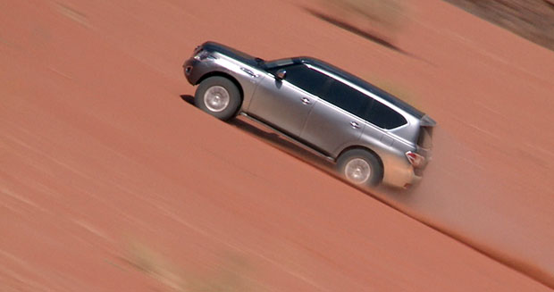 Nissan Patrol car climbs to the top with world record sand dune